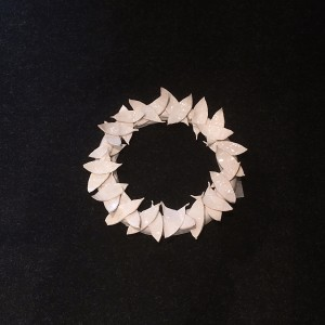 couronne de feuilles de laurier, diam 60 cm, faïence blanche, 2015